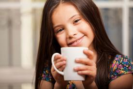 little-girl-drinking-coffee_hfp1od