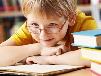 21302527_child_with_glasses_reading-limghandler