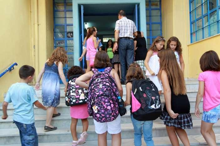 Κεραμέως: Στις 8.15  θα χτυπάει το κουδούνι στα σχολεία