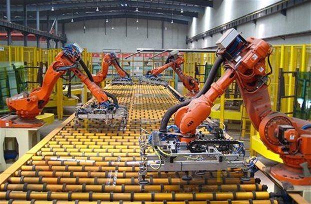 Oxford Economics: Τα ρομπότ φέρνουν και… παίρνουν δουλειές
