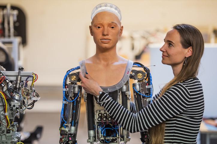 Το πρώτο στον κόσμο ρομπότ που θα κάνει έκθεση ζωγραφικής